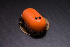 Десерт карамельки Glyassazh украшенный с обломоками шоколада Стоковое фото RF