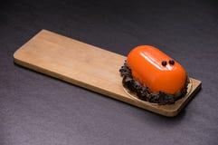 Десерт карамельки Glyassazh украшенный с обломоками шоколада стоковое изображение