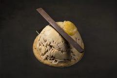 Десерт каштана Dulcey на черной предпосылке Стоковые Изображения