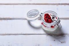 Десерт клубники на таблице стоковое изображение rf