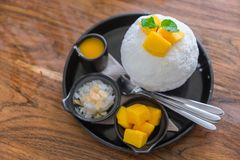 Десерт корейца мороженого манго плодоовощ Bingsu Стоковое фото RF