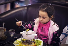 Десерт маленькой девочки Стоковое Изображение
