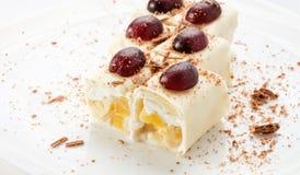 Десерт на белизне Стоковая Фотография