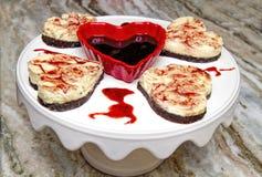 Десерт дня валентинки - пирожные сердца чизкейка Стоковое Фото