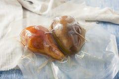 Десерт плодоовощ, груша, сваренная в сумке sous-vide Стоковые Фото