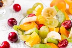 Десерт плодоовощ с свежими ягодами стоковые фото