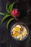 Десерт рикотты с персиком Стоковые Изображения