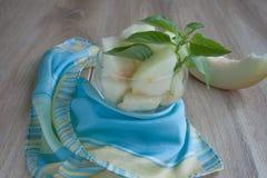 Десерт свежих кусков дыни Украшенный с красочной тканью Стоковое Фото