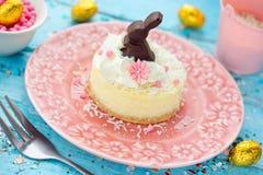 Десерт творога пасхи украшенный с взбитой сливк и e Стоковое Изображение