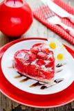 Десерт торта сердца клубники на день валентинок, классическое Valent Стоковые Фото