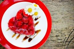 Десерт торта сердца клубники на день валентинок, классическое Valent Стоковое Фото