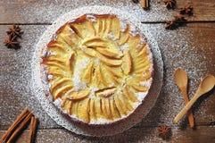 Десерт торта яблочного пирога на деревянной предпосылке Стоковые Фотографии RF