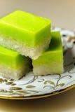 Десерт Malay традиционный - Seri Muka на причудливой плите стоковые изображения rf