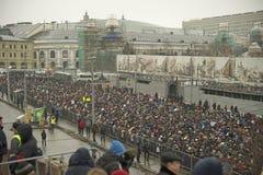 Десятки тысяч маршируют в памяти о убитом Борисе Nemtsov 1-ого марта 2015 Стоковое Фото