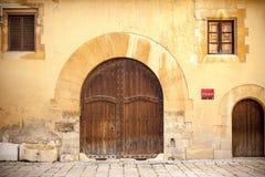 Детализируйте дворец здания входа двери фасада готический, cambrer Палау Стоковые Изображения RF