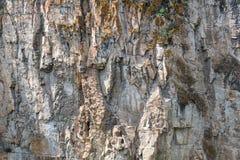 Детализируйте крупный план стены, предпосылки или обоев утеса горы естественной каменной текстуры Стоковые Изображения