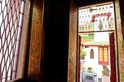 Детализируйте старую картину на окне и двери Стоковое Изображение