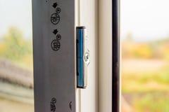 Детализируйте фото современного профиля PVC окна стоковые изображения