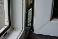Детализируйте фото современного профиля PVC окна стоковые фото