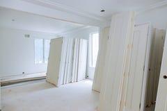 Детали гипсокартона и финиша новой домашней конструкции строительной промышленности конструкции внутренние стоковое фото rf