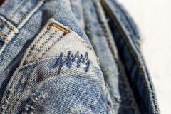 Детали голубых джинсов в молнии, карманн Стоковые Фотографии RF