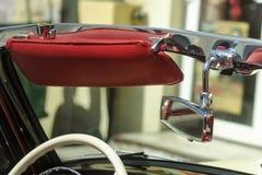 Детали классицистического желтого ретро автомобиля Стоковые Фотографии RF
