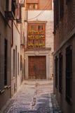 Детали красивых улиц и фасадов города Toledo, Испании стоковые изображения