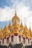 Детали крыш Wat Ratchanatdaram, Таиланда стоковая фотография