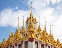 Детали крыш Wat Ratchanatdaram, Таиланда стоковое изображение rf