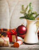 Детали натюрморта рождества внутренние с украшением праздника стоковые изображения rf