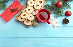 Детали рождества и печенья Linzer с сладостным вареньем Стоковое фото RF