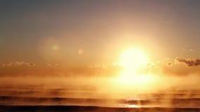Детали туманных вод Чёрного моря во время восхода солнца акции видеоматериалы