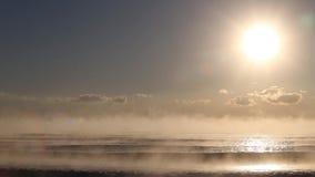Детали туманных вод Чёрного моря во время восхода солнца видеоматериал