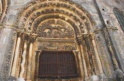 Детали Франции Avallon- архитектурноакустические фасада Cath Стоковое Изображение