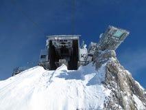 Детали фуникулера водя к леднику Dachstein стоковая фотография