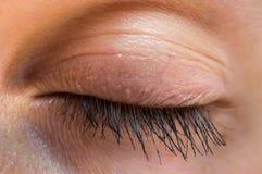 Детальный взгляд закрытого глаза женщины Стоковое Фото
