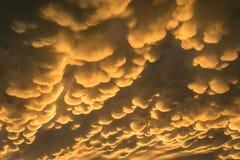 Детальный захват облаков mammatus под наковальней строгой грозы стоковые изображения