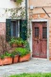 Деталь входной двери в Венеции стоковые фотографии rf