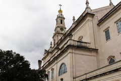 Деталь главной церков от задней части в Фатиме, Португалии стоковое изображение