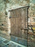 Деталь двери старой башни в Goito, Mantua стоковое изображение