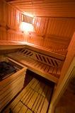 Деталь кабины сауны внутренняя с открыть дверью и освещенным освещением Стоковые Фото
