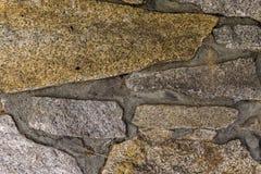 Деталь каменной стены красочных больших камней Стоковая Фотография RF
