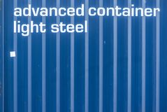 Деталь контейнера перевозки моря с надписью выдвинула сталь контейнера светлую Стоковое Изображение RF