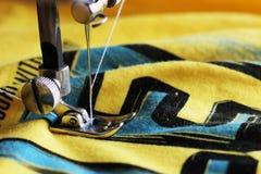 Деталь конца-вверх швейной машины Стоковое фото RF