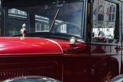 Деталь красного ретро автомобиля стоковая фотография rf