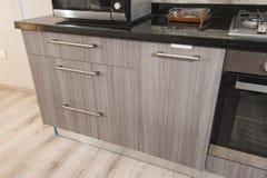 Деталь кухонного шкафа дизайна интерьера кухни Стоковые Фотографии RF