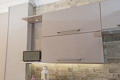 Деталь кухонного шкафа дизайна интерьера кухни Стоковые Изображения