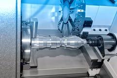 Деталь металла на промышленном токарном станке Голубой тонизировать Стоковое Изображение