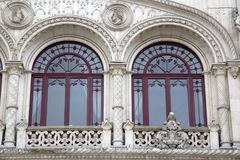 Деталь на фасаде железнодорожного вокзала Rossio; Лиссабон стоковые фотографии rf