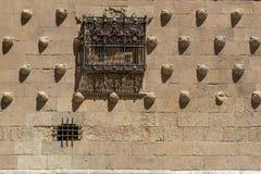 Деталь окон Касы de las conchas стоковые изображения